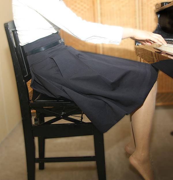 ピアノ姿勢 悪いすわり方例1