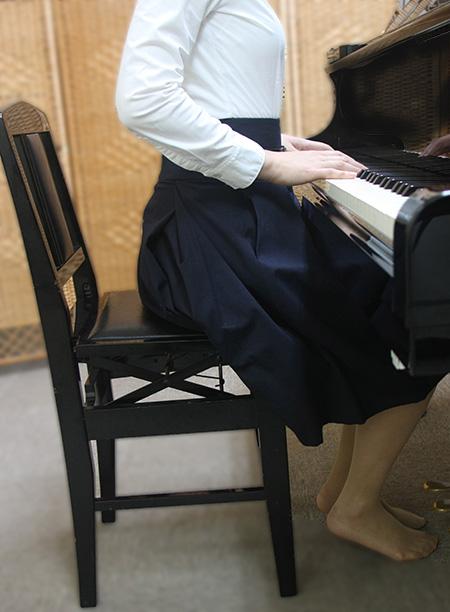 ピアノ姿勢 悪いすわり方例2