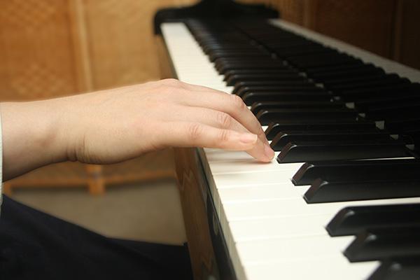 ピアノ姿勢 良い手の形例